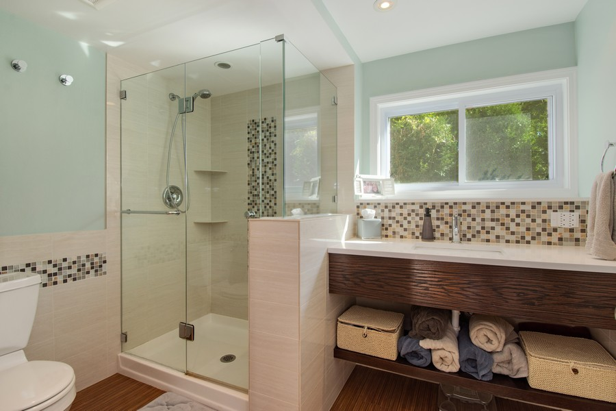 Real Estate Photography - 1315 W Leona Ter, Arlington Heights, IL, 60005 - 2nd Bathroom