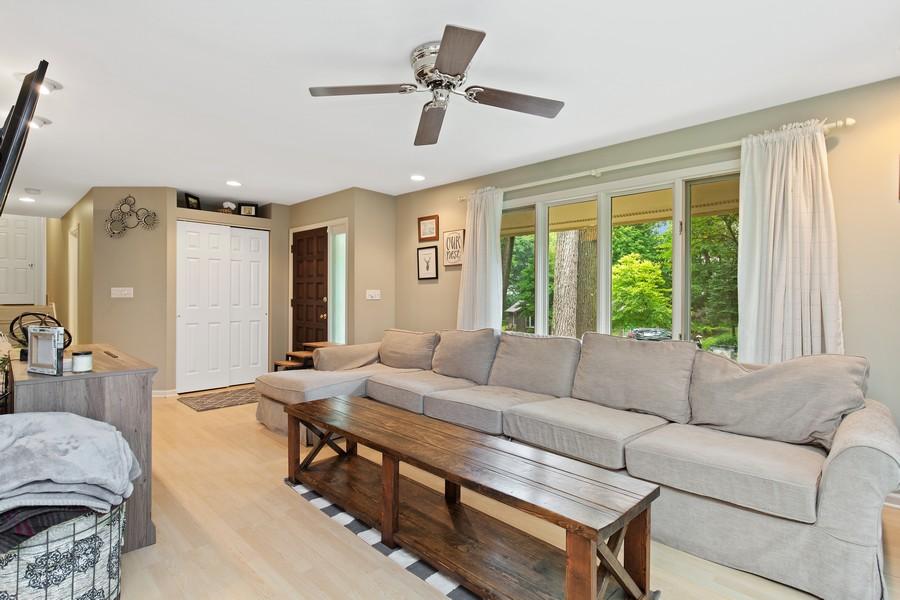 Real Estate Photography - 222 Lakewood DR, Oakwood Hills, IL, 60013 - Living Room