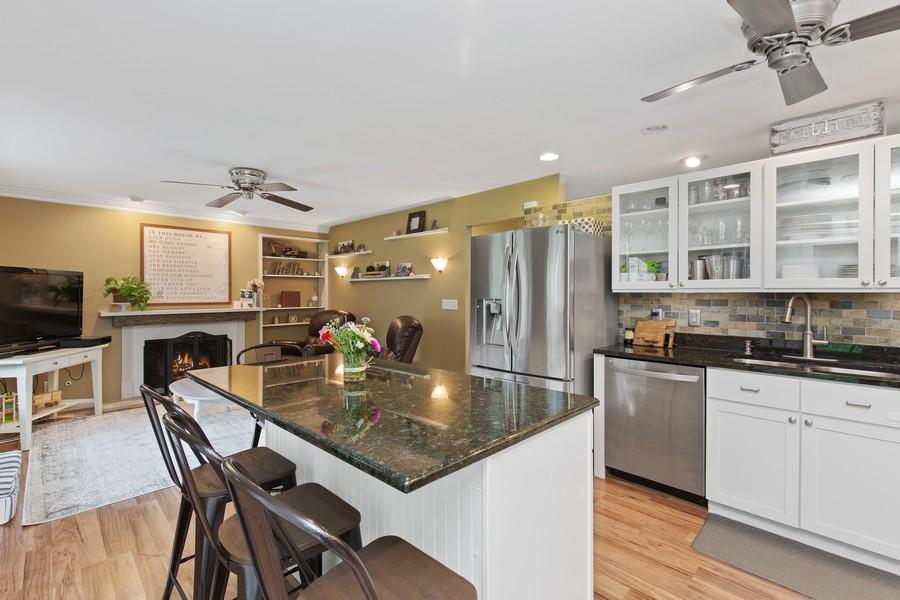 Real Estate Photography - 222 Lakewood DR, Oakwood Hills, IL, 60013 - Kitchen