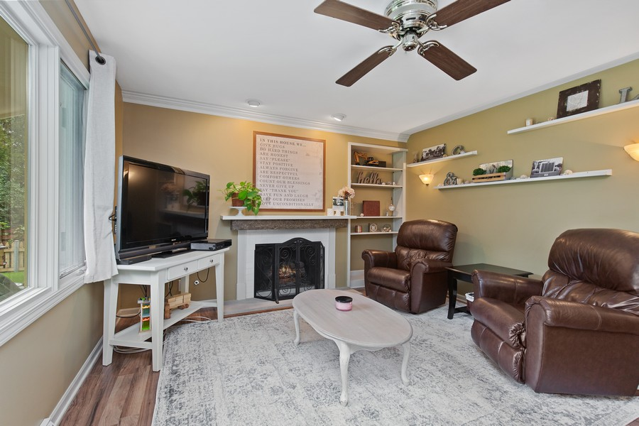 Real Estate Photography - 222 Lakewood DR, Oakwood Hills, IL, 60013 - Family Room