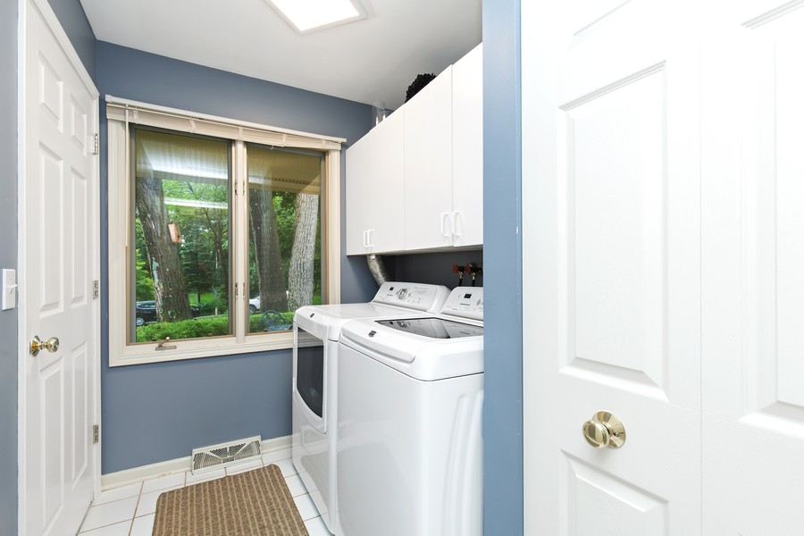 Real Estate Photography - 222 Lakewood DR, Oakwood Hills, IL, 60013 - Laundry Room