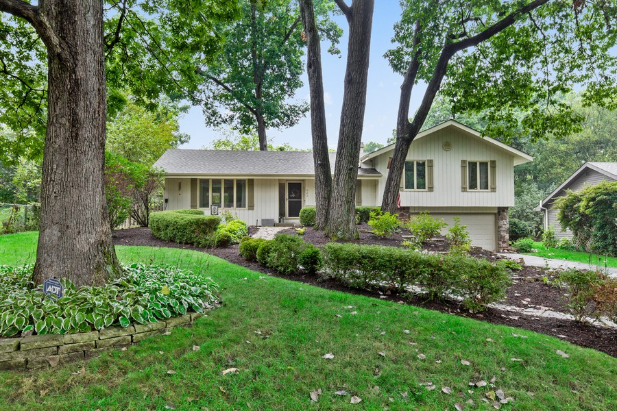 Real Estate Photography - 222 Lakewood DR, Oakwood Hills, IL, 60013 - Front View