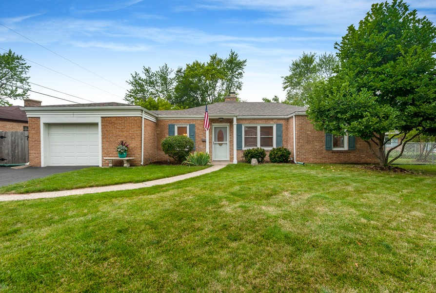Real Estate Photography - 314 Behm Dr, Grayslake, IL, 60030 - Front View
