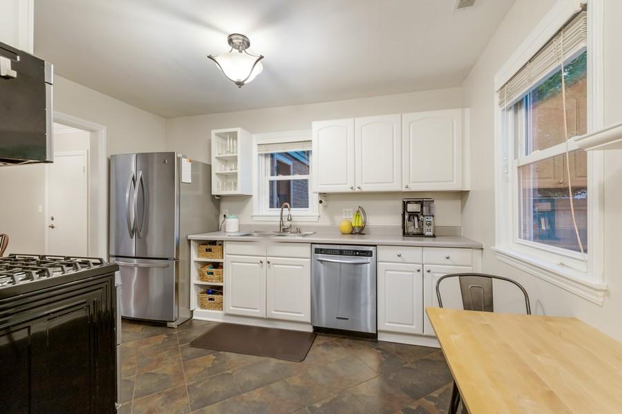 Real Estate Photography - 314 Behm Dr, Grayslake, IL, 60030 - Kitchen