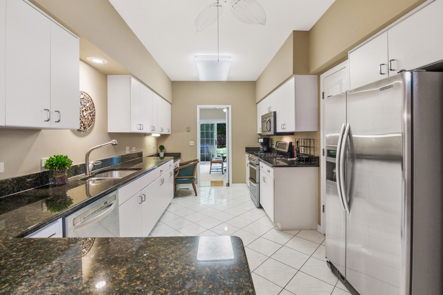 Real Estate Photography - 2042 Trent Ct, Glenview, IL, 60026 - Kitchen