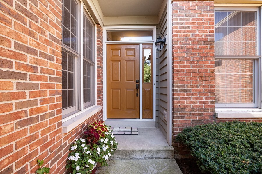 Real Estate Photography - 2042 Trent Ct, Glenview, IL, 60026 - Front Entrance