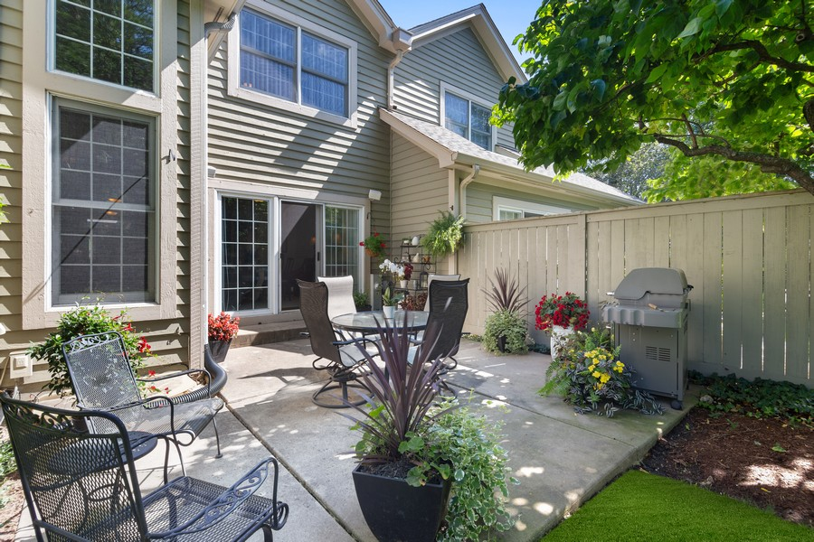 Real Estate Photography - 2042 Trent Ct, Glenview, IL, 60026 - Spacious Patio