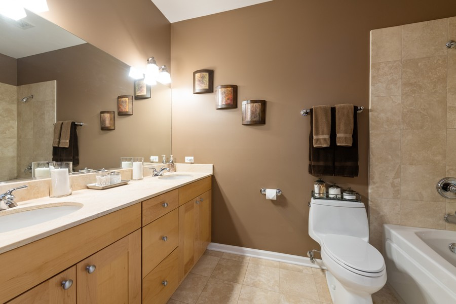 Real Estate Photography - 4704 N Kenmore, Unit 2B, Chicago, IL, 60640 - Master Bathroom