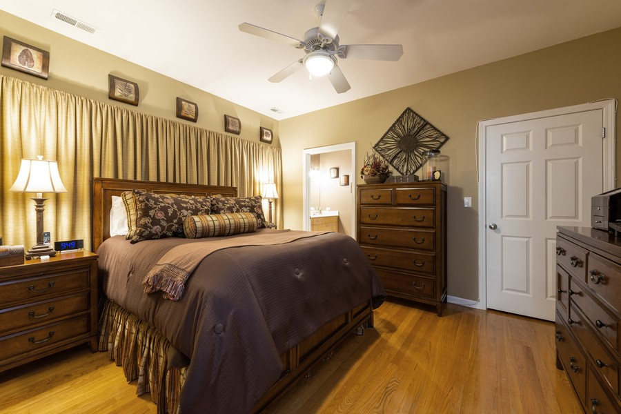 Real Estate Photography - 4704 N Kenmore, Unit 2B, Chicago, IL, 60640 - Master Bedroom