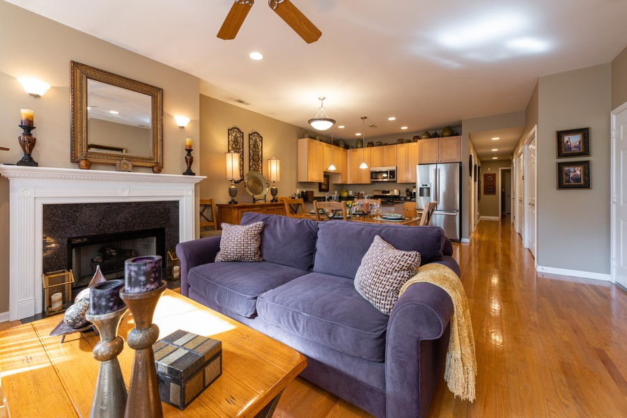 Real Estate Photography - 4704 N Kenmore, Unit 2B, Chicago, IL, 60640 - Living Room