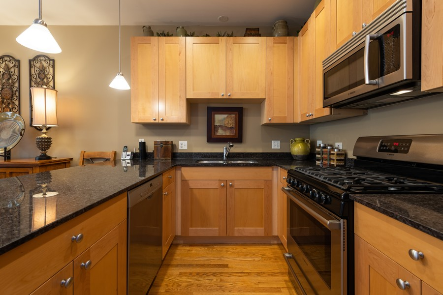 Real Estate Photography - 4704 N Kenmore, Unit 2B, Chicago, IL, 60640 - Kitchen