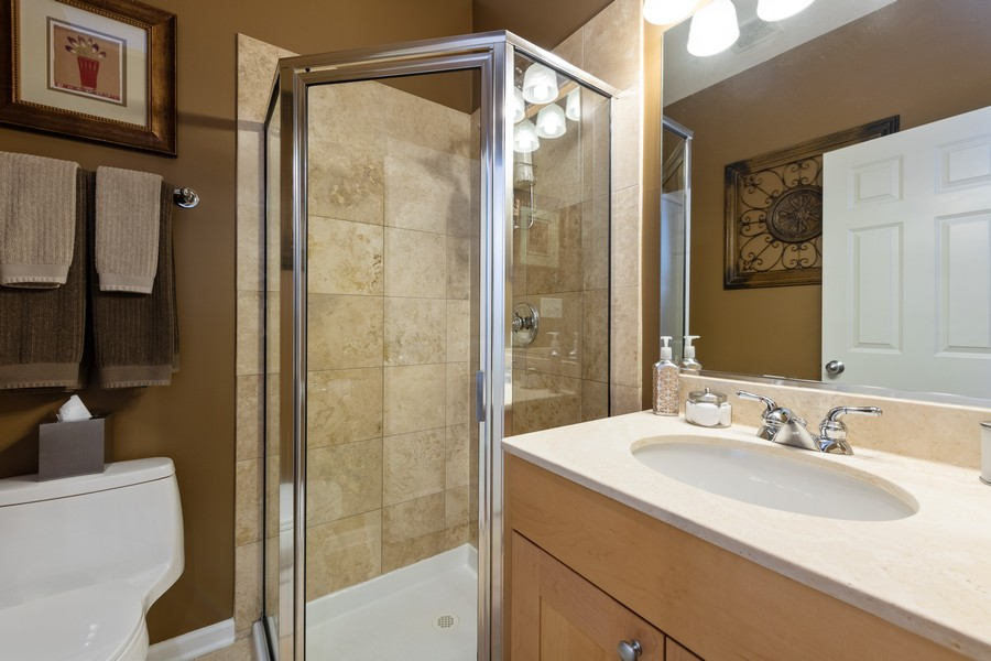 Real Estate Photography - 4704 N Kenmore, Unit 2B, Chicago, IL, 60640 - 2nd Bathroom