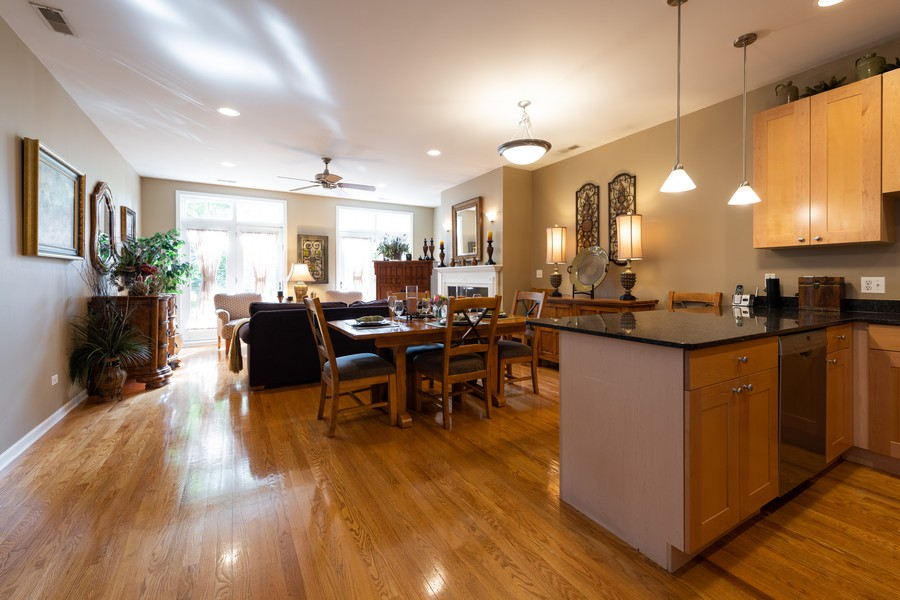Real Estate Photography - 4704 N Kenmore, Unit 2B, Chicago, IL, 60640 - Kitchen / Living Room