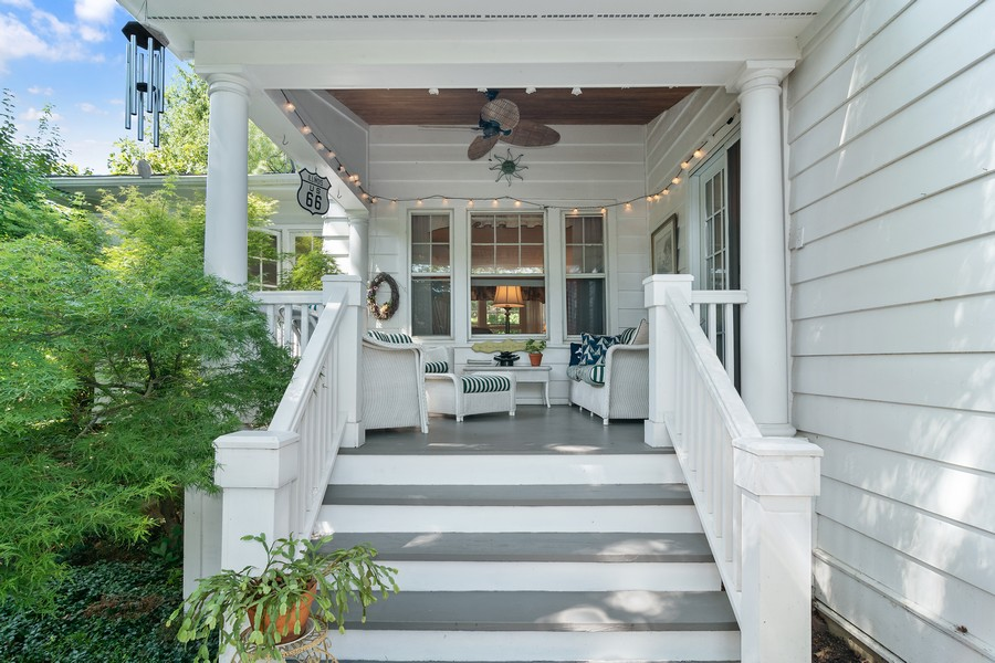 Real Estate Photography - 299 Longcommon Rd, Riverside, IL, 60546 - Porch