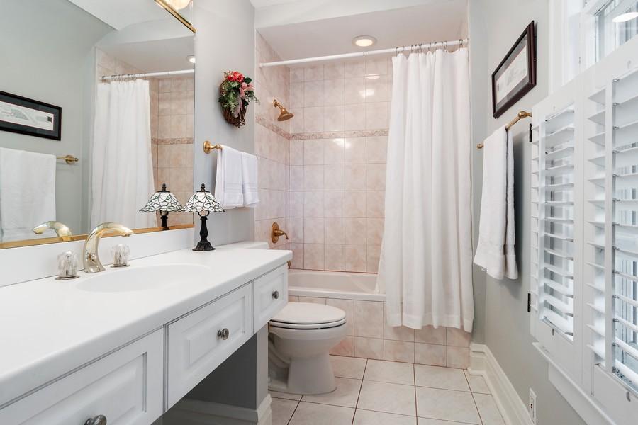 Real Estate Photography - 299 Longcommon Rd, Riverside, IL, 60546 - Master Bath