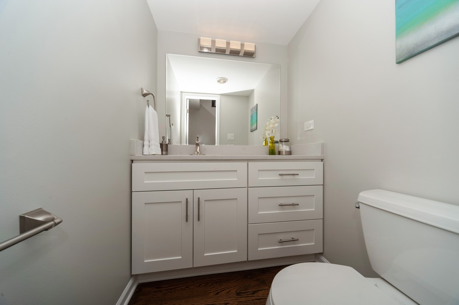 Real Estate Photography - 820 Twisted oak Ln, Buffalo Grove, IL, 60089 - 3rd Bathroom