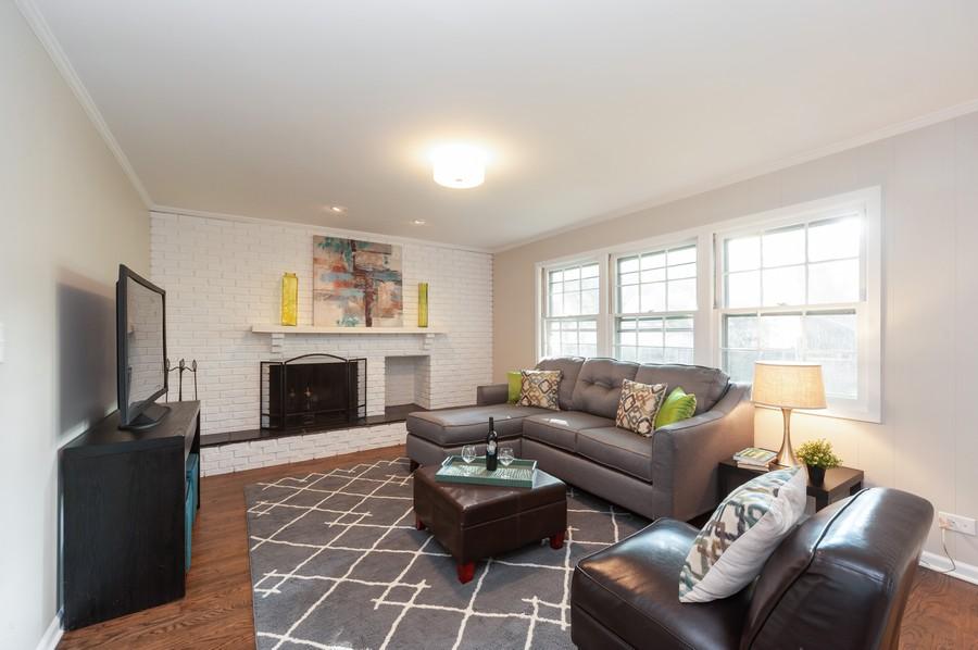 Real Estate Photography - 820 Twisted oak Ln, Buffalo Grove, IL, 60089 - Family Room