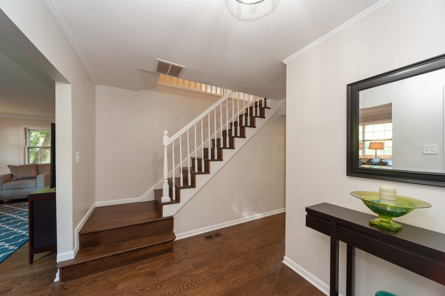 Real Estate Photography - 820 Twisted oak Ln, Buffalo Grove, IL, 60089 - Foyer