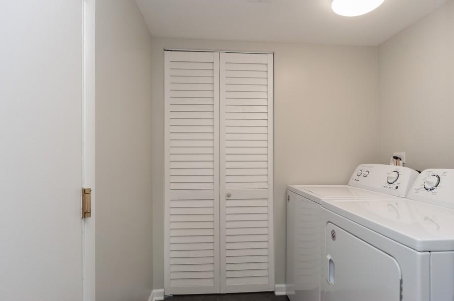 Real Estate Photography - 820 Twisted oak Ln, Buffalo Grove, IL, 60089 - Laundry Room
