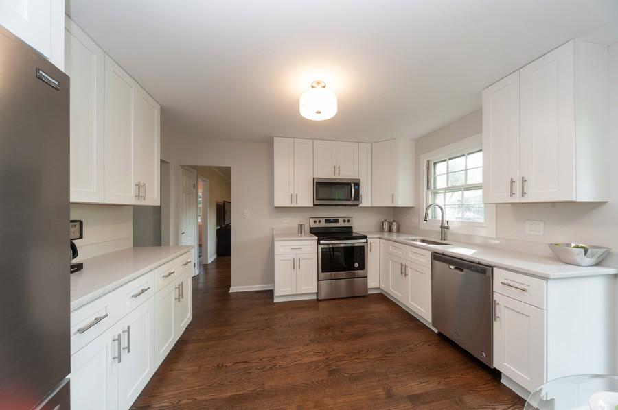 Real Estate Photography - 820 Twisted oak Ln, Buffalo Grove, IL, 60089 - Kitchen