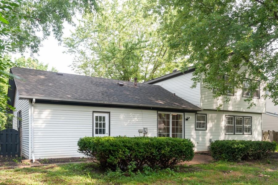 Real Estate Photography - 820 Twisted oak Ln, Buffalo Grove, IL, 60089 - Rear View