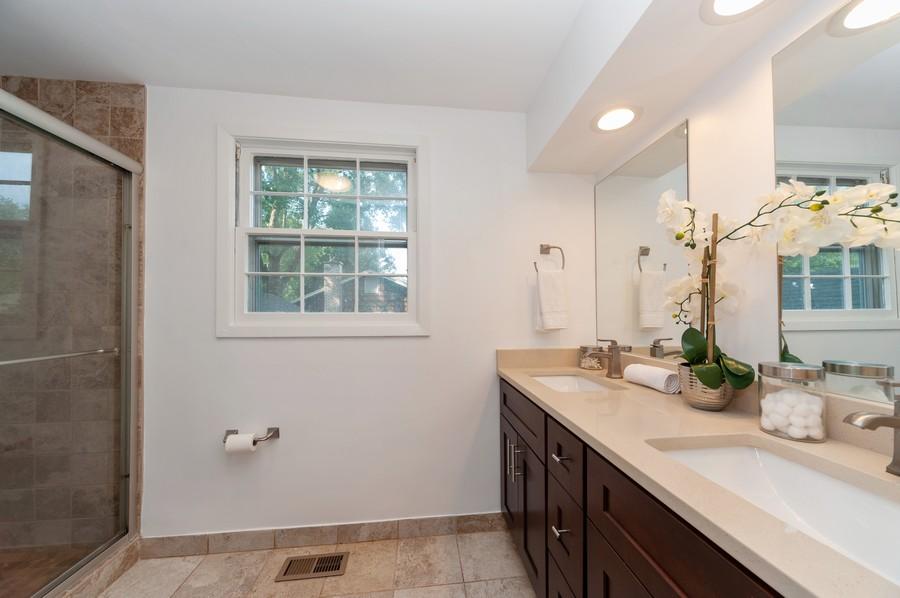 Real Estate Photography - 820 Twisted oak Ln, Buffalo Grove, IL, 60089 - Master Bathroom