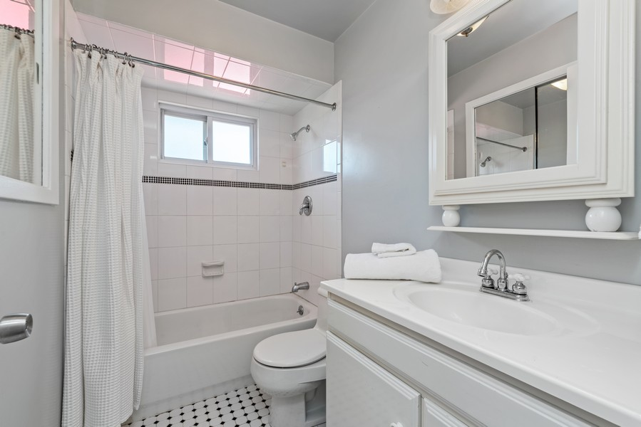 Real Estate Photography - 205 Greenfield, Glenview, IL, 60025 - Master Bathroom