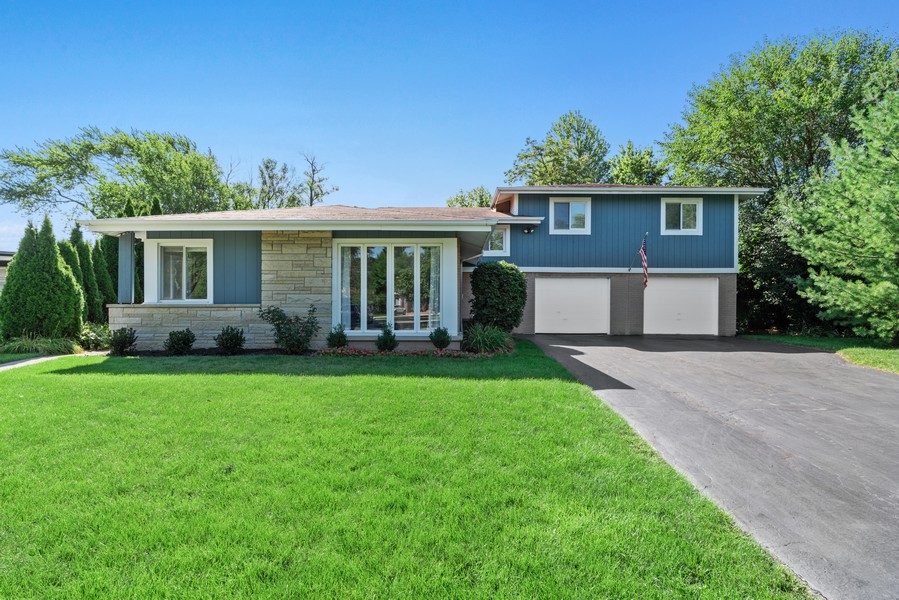 Real Estate Photography - 205 Greenfield, Glenview, IL, 60025 - Front View