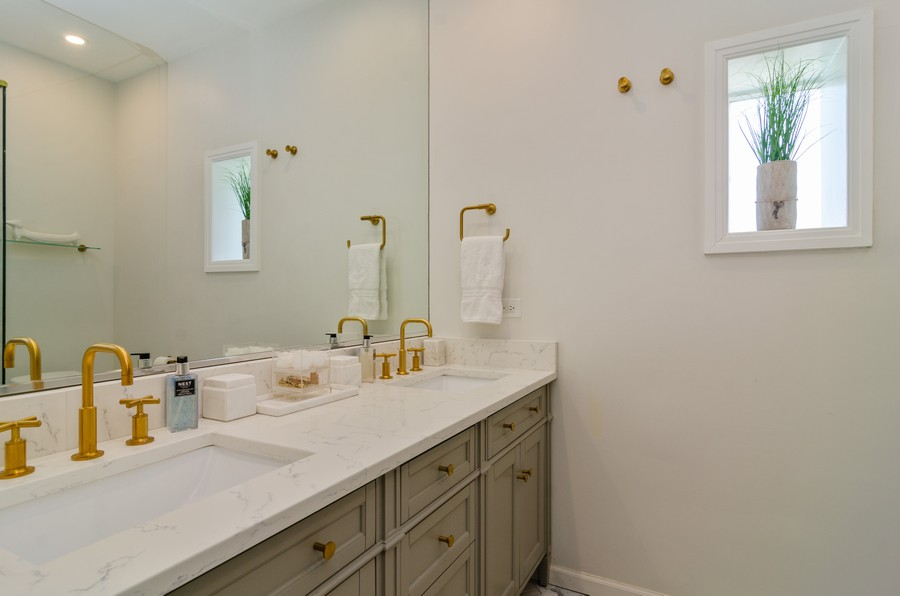 Real Estate Photography - 1767 N Hoyne, L, Chicago, IL, 60647 - Master Bathroom