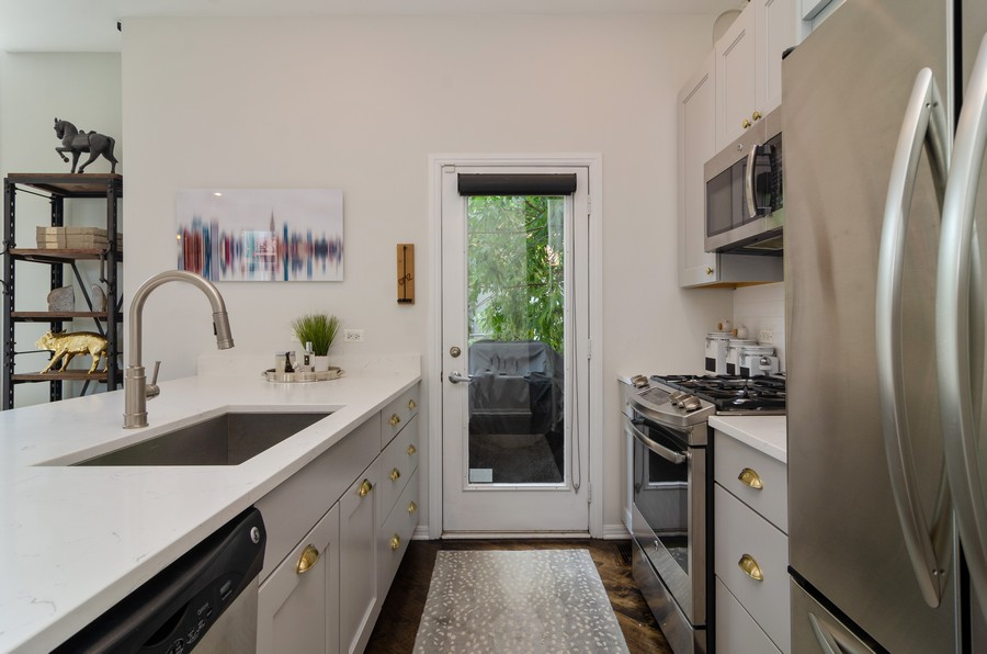 Real Estate Photography - 1767 N Hoyne, L, Chicago, IL, 60647 - Kitchen