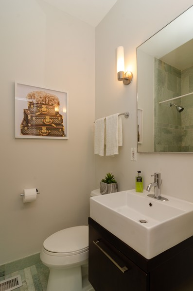 Real Estate Photography - 1767 N Hoyne, L, Chicago, IL, 60647 - Full Bathroom