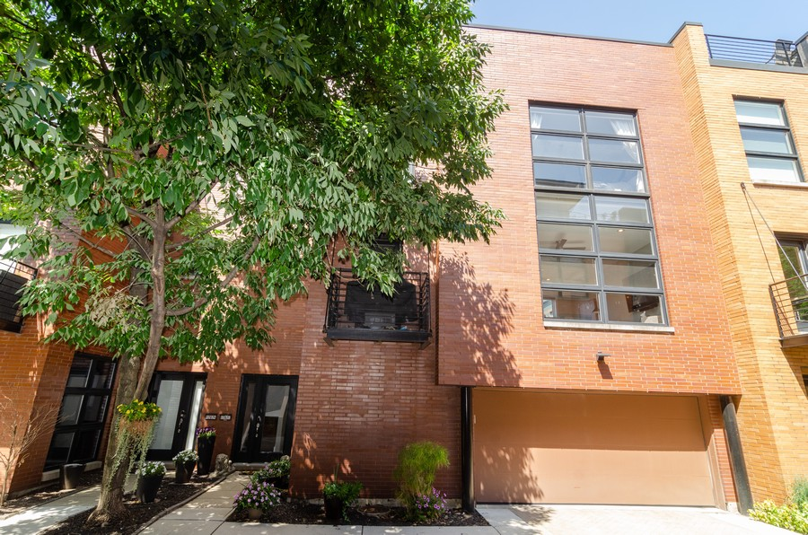 Real Estate Photography - 1767 N Hoyne, L, Chicago, IL, 60647 - Front View