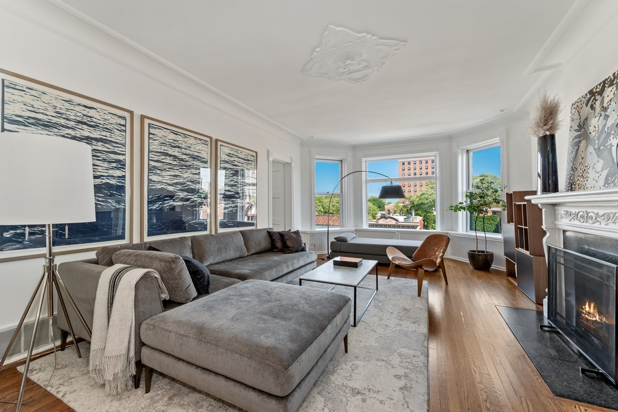 Real Estate Photography - 1814 N Lincoln Park West, Unit 4, Chicago, IL, 60614 - Living Room