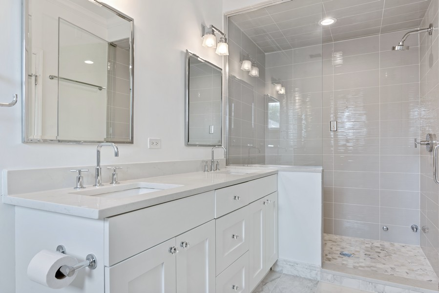 Real Estate Photography - 3717 N Wilton Ave, 4, Chicago, IL, 60613 - Master Bathroom