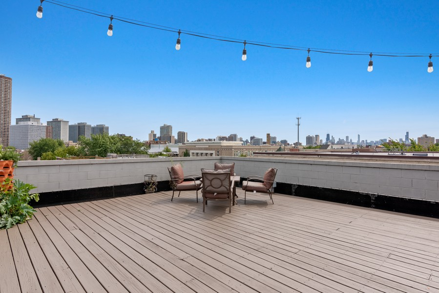 Real Estate Photography - 3717 N Wilton Ave, 4, Chicago, IL, 60613 - Roof Deck