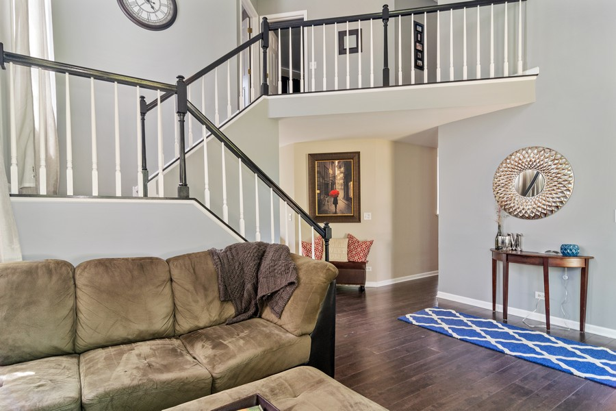 Real Estate Photography - 490 Harvard Ln, Bartlett, IL, 60103 - Foyer/Staircase