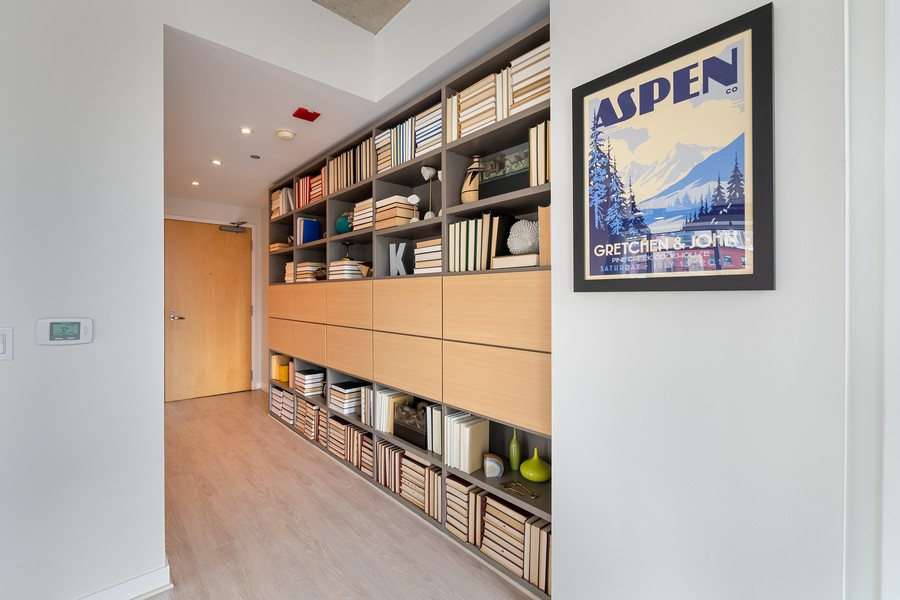 Real Estate Photography - 201 W Grand, #602, Chicago, IL, 60654 - Foyer