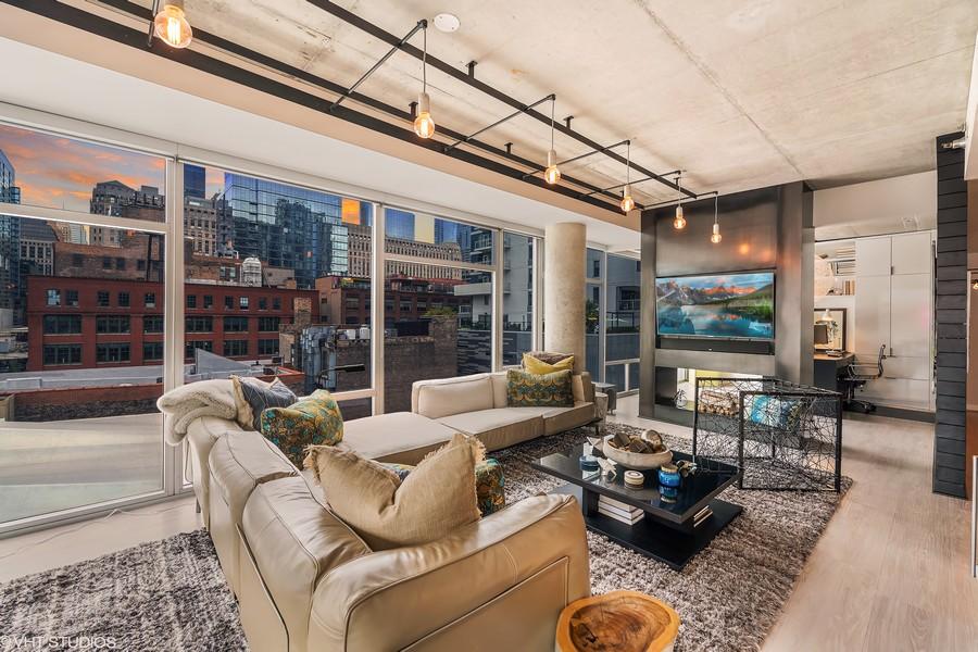 Real Estate Photography - 201 W Grand, #602, Chicago, IL, 60654 -