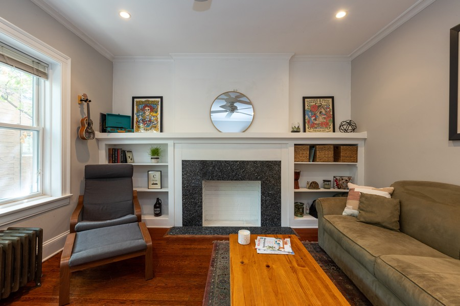 Real Estate Photography - 818 W. Lakeside Place, Unit 2S, Chicago, IL, 60640 - Living Room