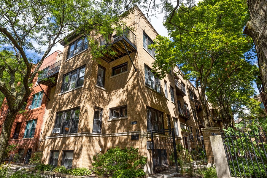 Real Estate Photography - 818 W. Lakeside Place, Unit 2S, Chicago, IL, 60640 - Front View