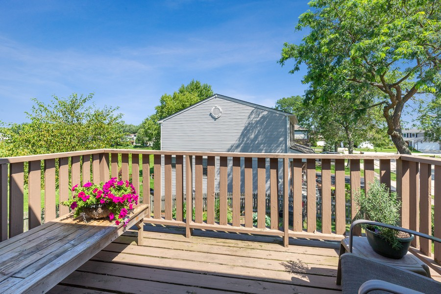 Real Estate Photography - 1450 Cameron Court, Hoffman Estates, IL, 60010 - Deck