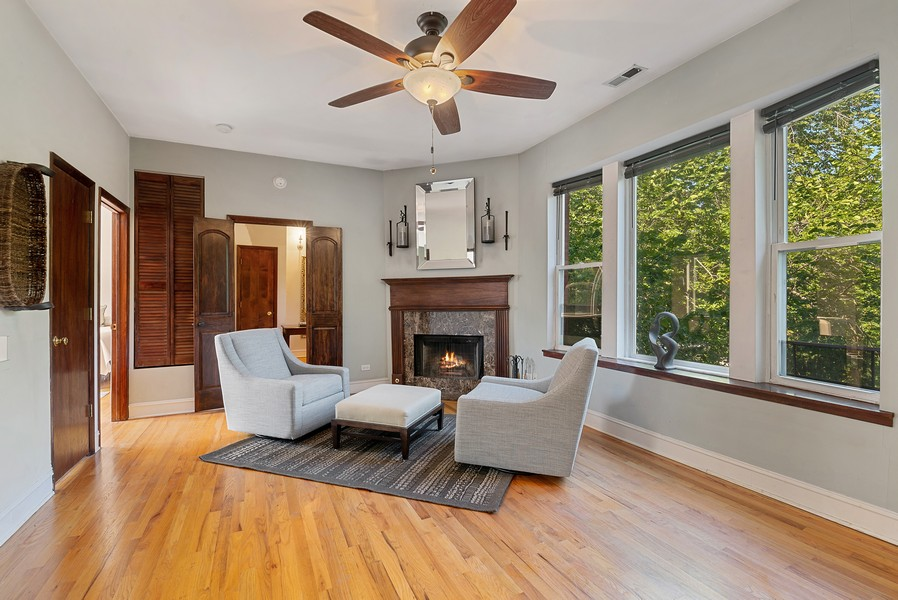 Real Estate Photography - 5812 N Wayne Ave, Unit 3B, Chicago, IL, 60660 - Living Room