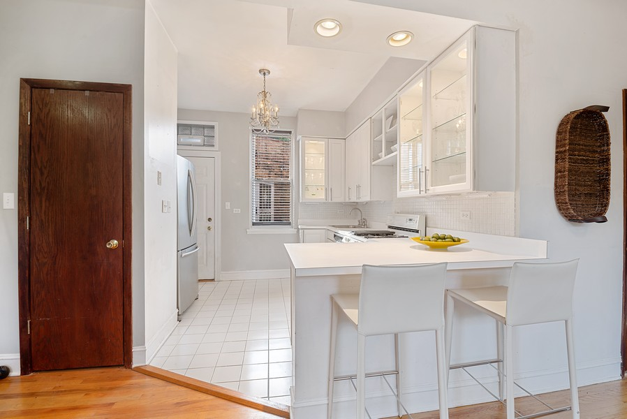 Real Estate Photography - 5812 N Wayne Ave, Unit 3B, Chicago, IL, 60660 - Kitchen