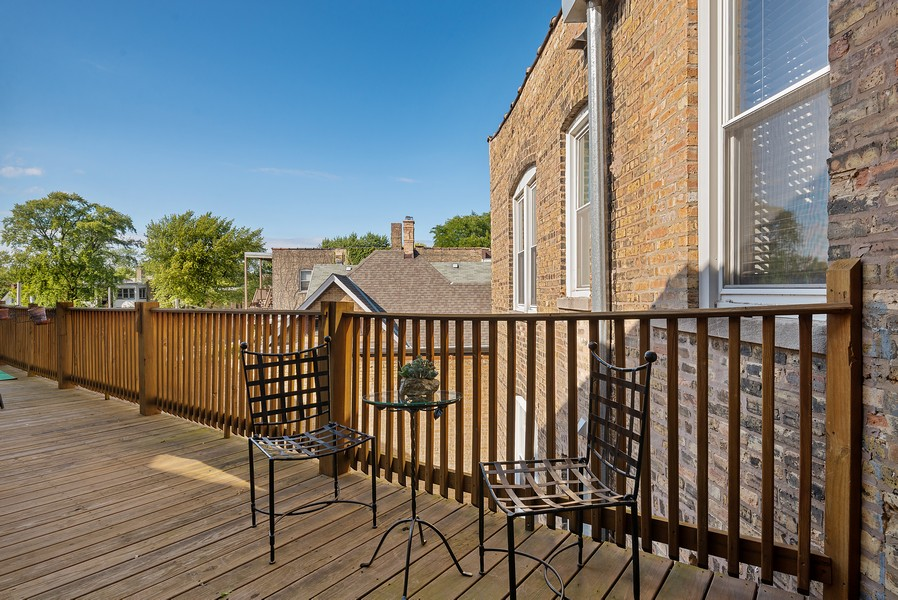 Real Estate Photography - 5812 N Wayne Ave, Unit 3B, Chicago, IL, 60660 - Deck