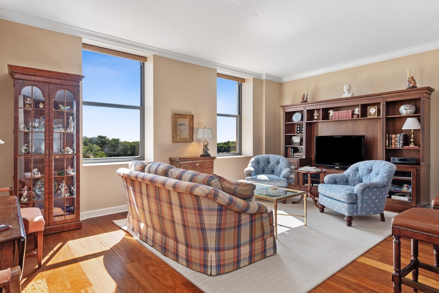 Real Estate Photography - 310 N Michigan Ave, Unit 604, Chicago, IL, 60604 - Living Room