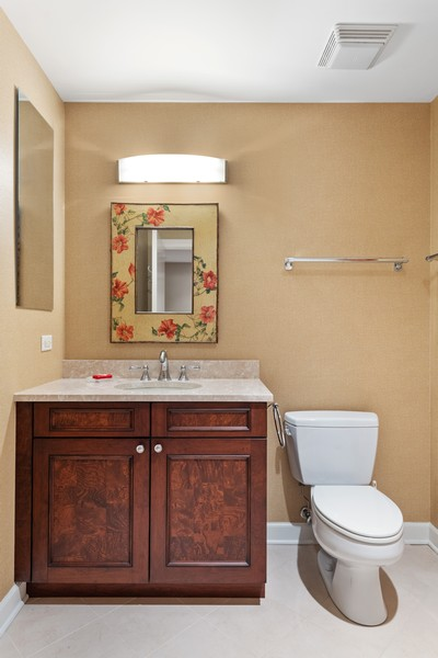 Real Estate Photography - 310 N Michigan Ave, Unit 604, Chicago, IL, 60604 - 2nd Full Bath