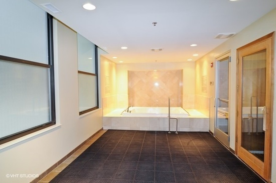 Real Estate Photography - 310 N Michigan Ave, Unit 604, Chicago, IL, 60604 -