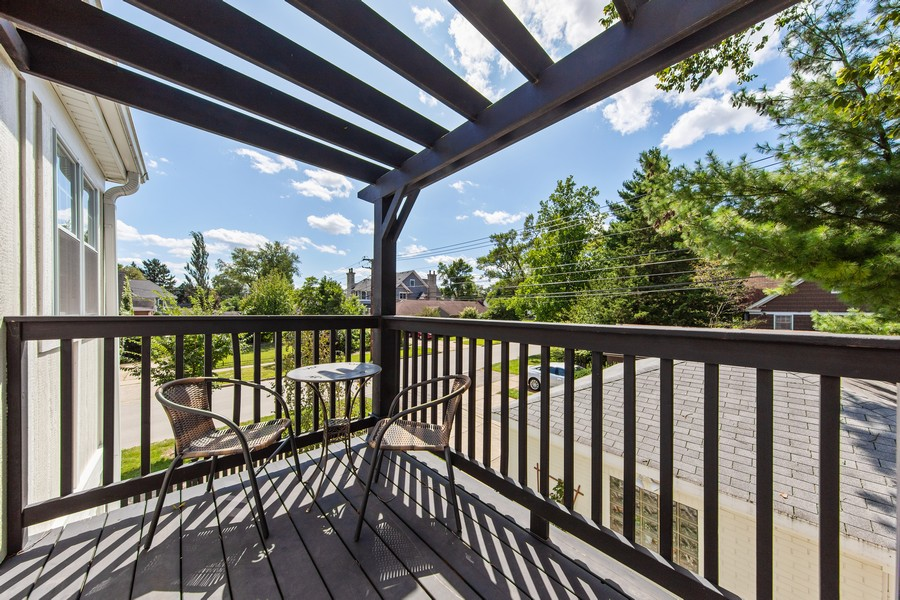 Real Estate Photography - 4144 Harvey Avenue, Western Springs, IL, 60558 - Deck