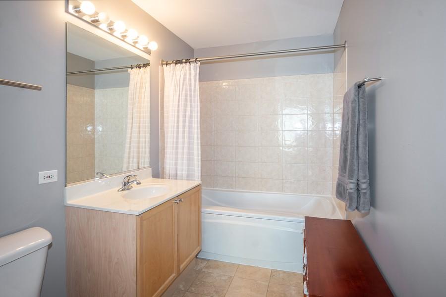 Real Estate Photography - 700 W Van buren, 1403, Chicago, IL, 60607 - Master Bathroom