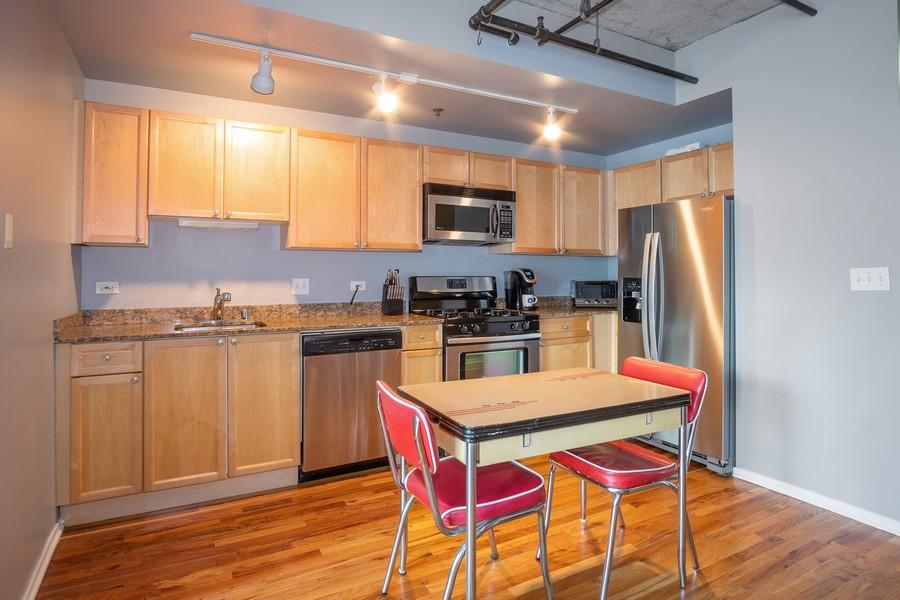 Real Estate Photography - 700 W Van buren, 1403, Chicago, IL, 60607 - Kitchen